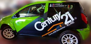 autocollant publicitaire sur voiture