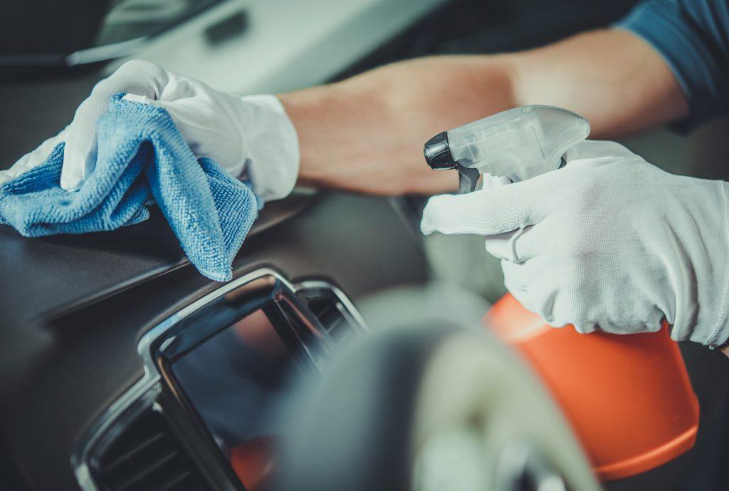 Comment éliminer les mauvaises odeurs dans sa voiture ?
